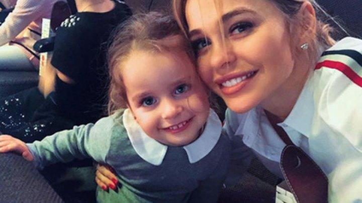 Звезда «Универа» вывихнула руку двухлетней дочери