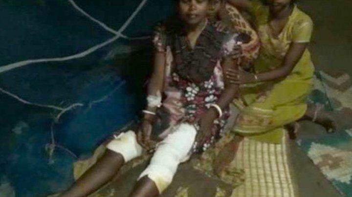 Женщины избили крокодила утварью и спасли подругу