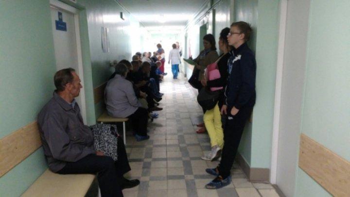 В Комрате женщина скончалась, стоя в очереди к врачу (видео)