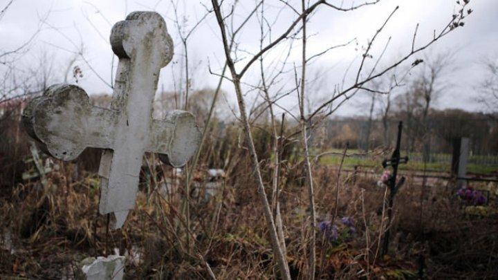 Не хватает денег: В Унгенском районе пять дней не могут похоронить пожилого мужчину