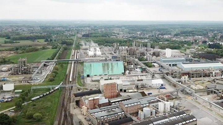 Утечка неизвестного вещества произошла на химзаводе в Бельгии