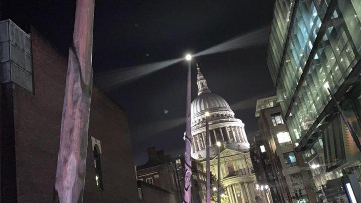 Гигантские волшебные палочки из «Гарри Поттера» привлекли туристов в Лондоне