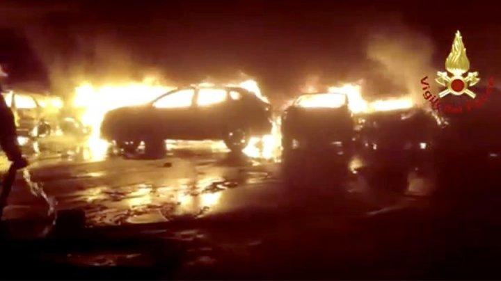 В Италии пожар уничтожил сотни Maserati: видео
