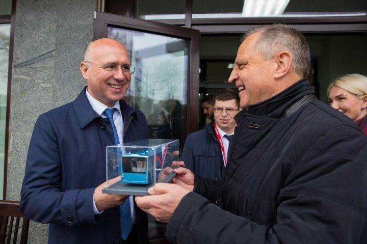 Премьер Павел Филип посетил минский автомобильный завод (фото)