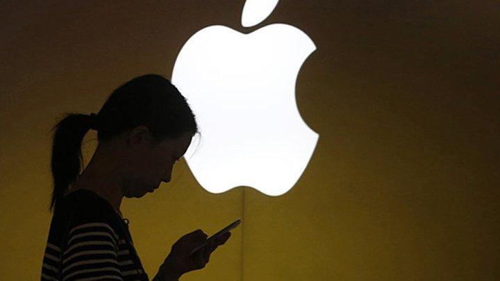 Китайских школьников отправляли работать на завод Apple под угрозой невыдачи диплома