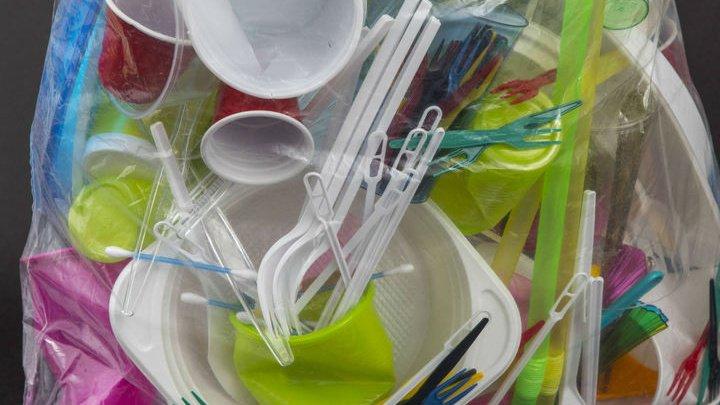 Евросоюз одобрил запрет пластиковых трубочек