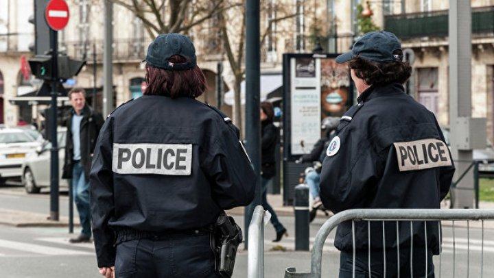СМИ: Во Франции женщина угрожает взорвать банк