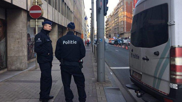 Брюссель: неизвестный с ножом напал на полицейского