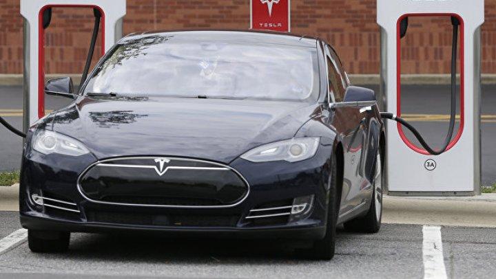 Илон Маск оценил: Водитель Tesla рассказал о способе не платить за парковку