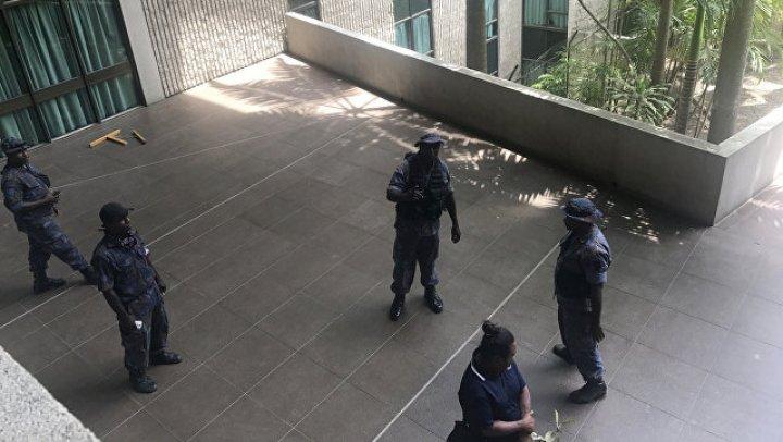 В Папуа - Новой Гвинее полиция напала на парламент, не получив оплаты за саммит АТЭС
