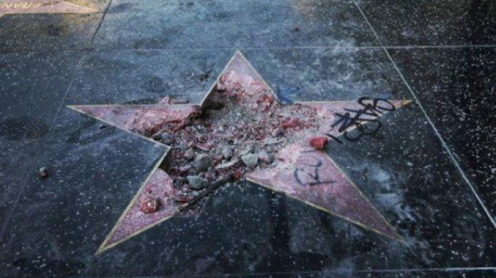 """В США осудили вандала, киркой разбившего звезду Трампа на """"Аллее славы"""""""