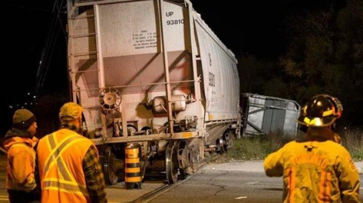 В Канаде сошел с рельсов поезд с химикатами