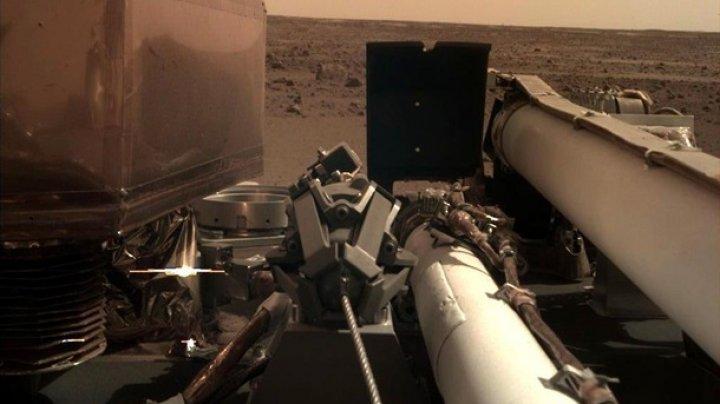 Аппарат InSight прислал селфи с Марса