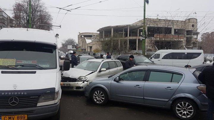 ДТП с участием пяти автомобилей произошло на Ботанике