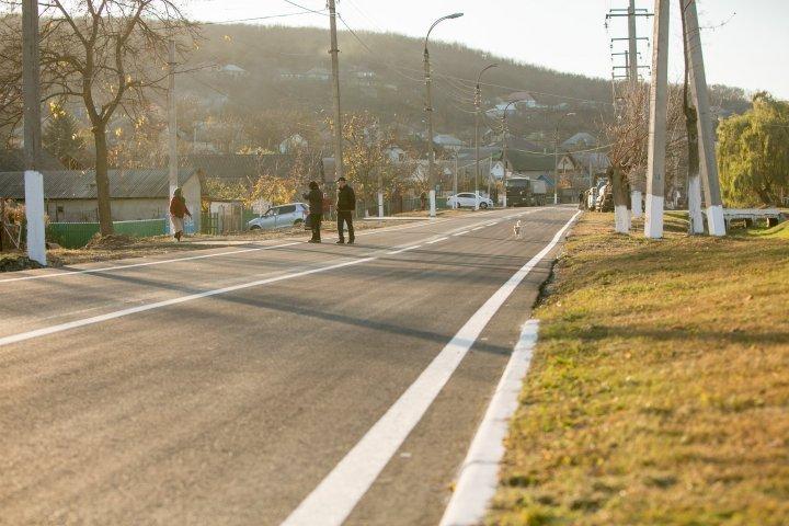 """""""Хорошие дороги для Молдовы"""": В муниципии Хынчешты отремонтировали 20 км дорог (фото)"""