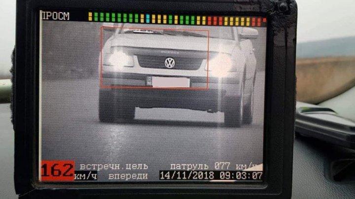За превышение скорости на трассах Кишинева этим утром оштрафованы два водителя