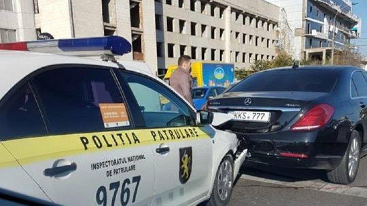 В Кишиневе произошло ДТП с участием полицейской машины (фото)
