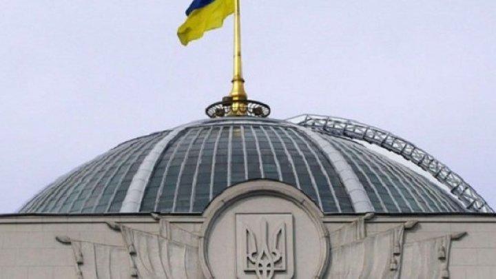 Верховная рада поддержала предложение Петра Порошенко о введении военного положения