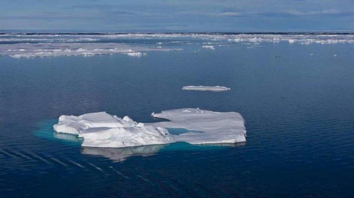 В Якутии восемь человек унесло в море на льдине