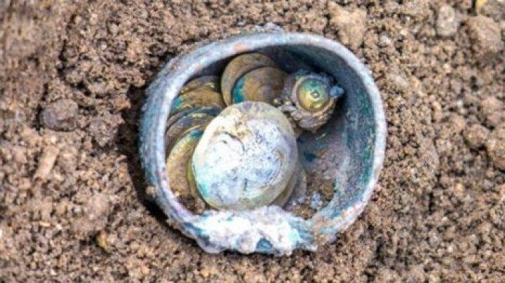 В Израиле найден 900-летний кувшин с золотом