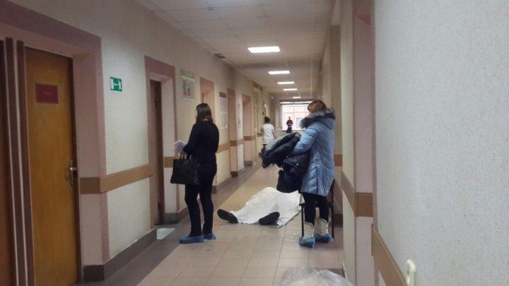 Пациент умер в очереди к врачу в Москве
