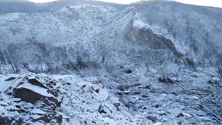 СМИ сообщили о падении метеорита в Хабаровском крае, который перекрыл русло реки (видео)