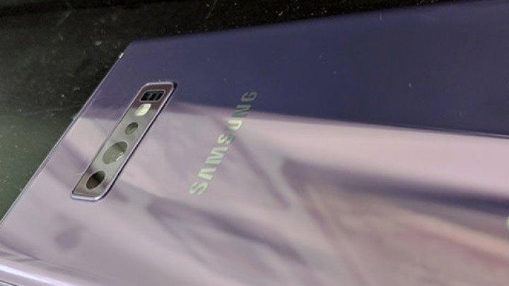 "Samsung Galaxy S10 показали на ""живом"" фото"