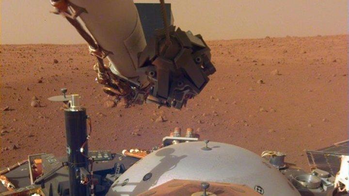 Двухметровая рука робота: NASA показало зонд InSight