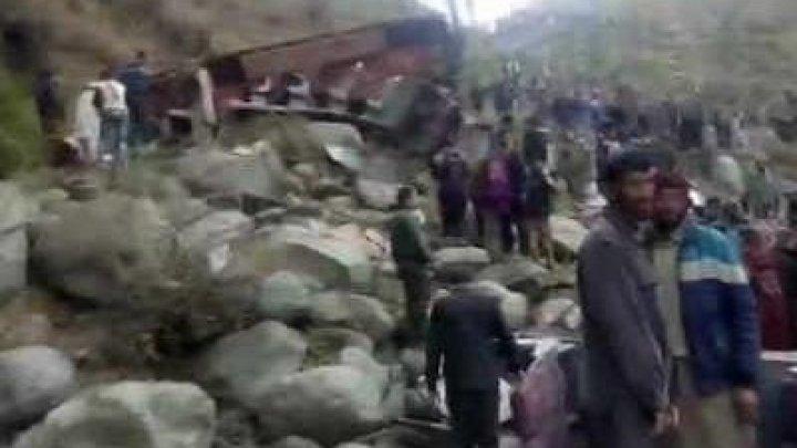 В Индии автобус сорвался в пропасть: 11 погибших