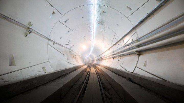 Илон Маск представил прототип высокоскоростного подземного тоннеля
