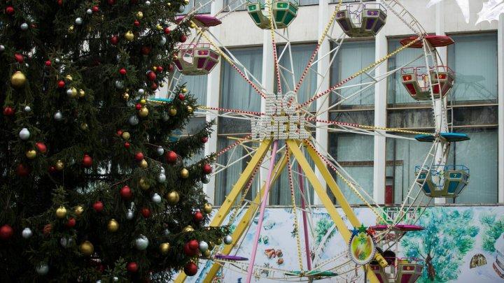 К открытию Рождественской ярмарки на улице 31 августа почти все готово