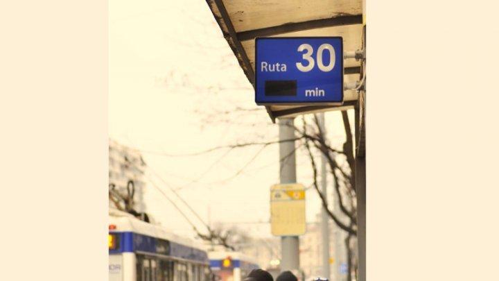 На четырех столичных остановках установили информационное панно