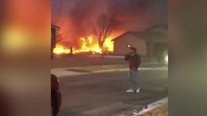 В США самолет рухнул на жилой квартал (видео)