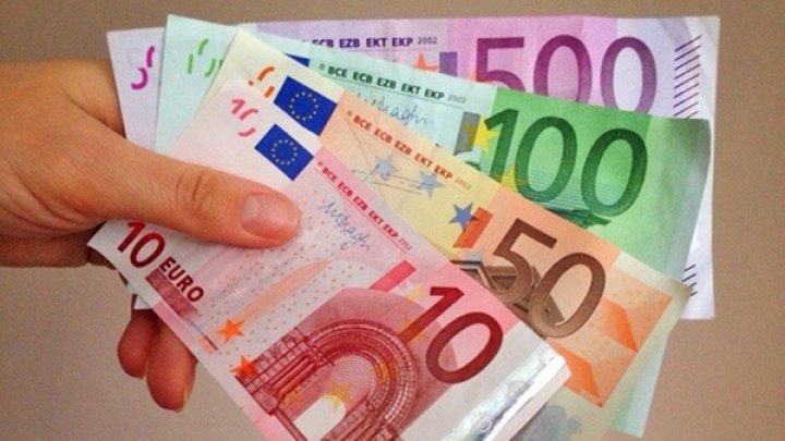 В некоторых столичных детсадах и школах за зачисление ребенка требовали почти тысячу евро