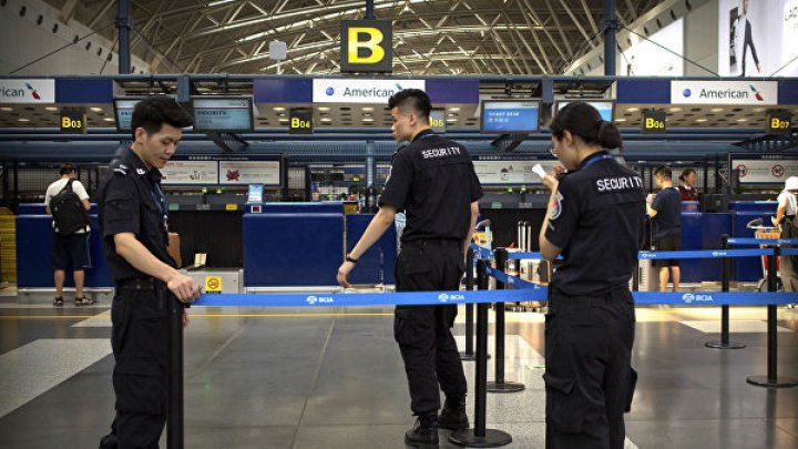 В аэропорту Пекина мужчина взорвал петарду