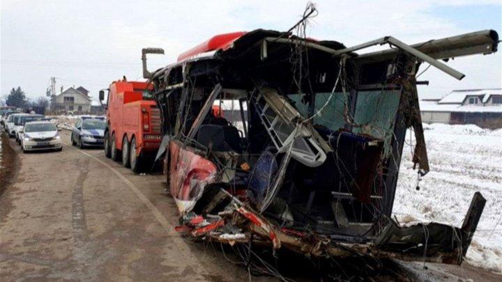 В Сербии столкнулись поезд и автобус со школьниками: пять погибших и 26 пострадавших