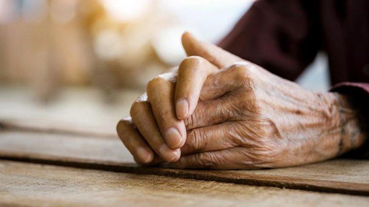 Японский пенсионер больше года жил с трупом жены