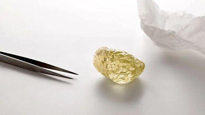 В Канаде нашли алмаз размером с куриное яйцо