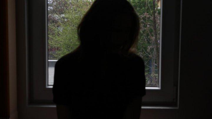 В Сынжерейском районе 13-летняя девушка порезала себе вены в школьном туалете