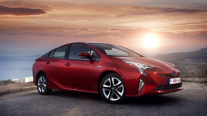 Toyota пытается оживить спрос на Prius
