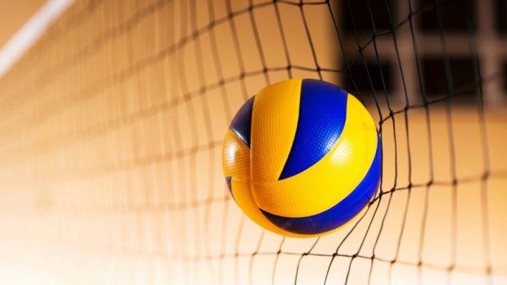 Команда МолдГУ по волейболу среди мужчин обыграла Спортшколу №12 в трех сетах
