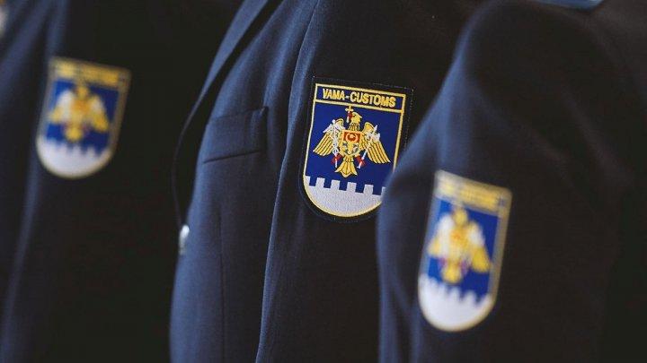 Трое таможенников уволены за служебную халатность