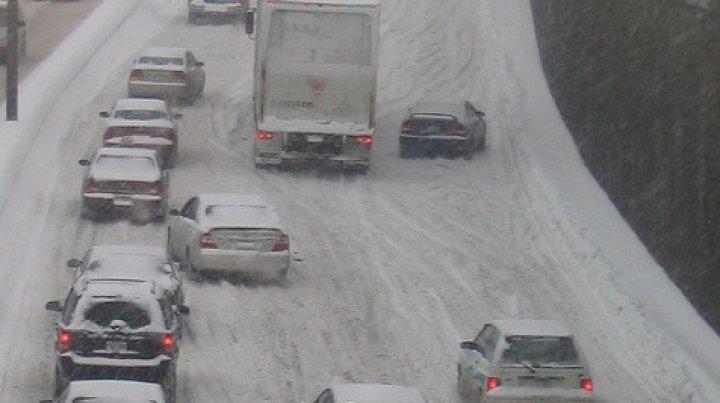 Францию накрыл снегопад: без электричества более 40 тысяч домов