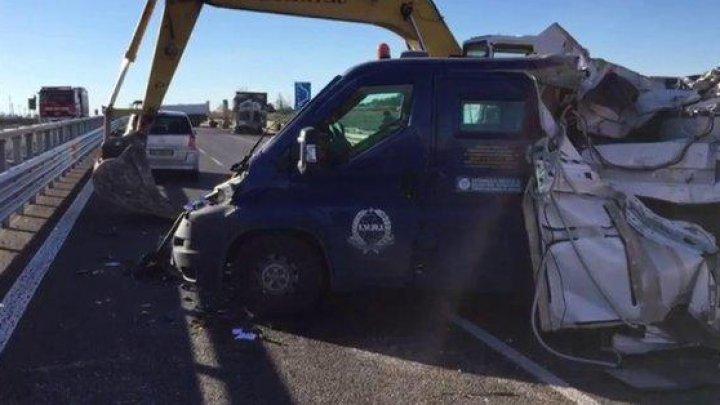 В Италии для ограбления инкассаторского фургона использовали экскаватор