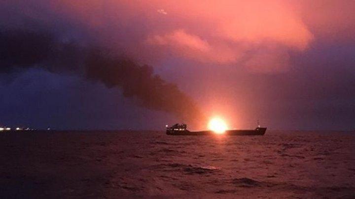 В результате пожара на судах в Керченском проливе погибли 11 человек