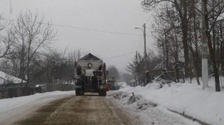 Молдавских водителей предупредили о гололедице на ряде трасс