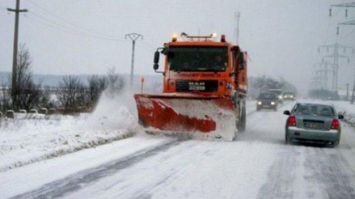 Почти 70 единиц спецтехники участвовали в расчистке дорог от снега