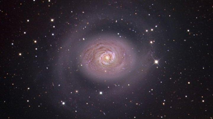 """Ученые нашли аномально """"одинокую"""" галактику"""
