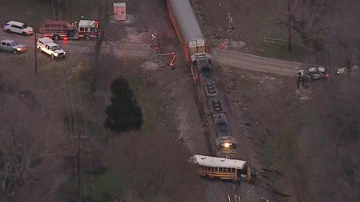 В США поезд протаранил школьный автобус, есть жертвы