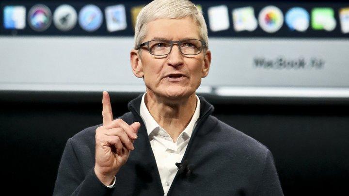 Глава Apple получил премию в 12 млн долларов